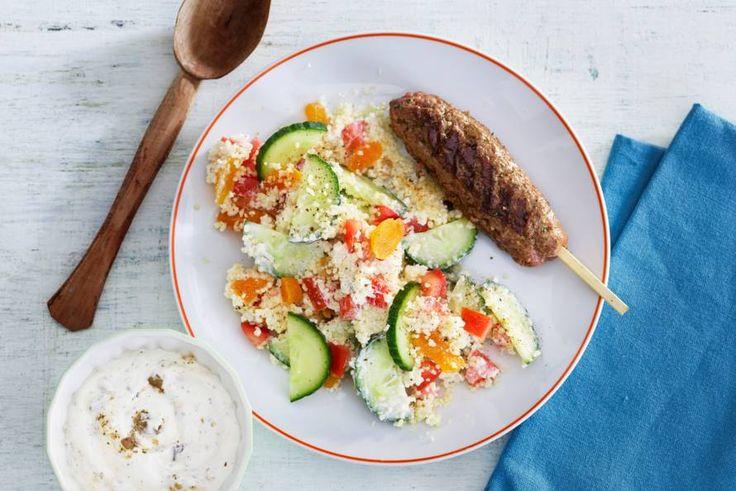 6 september - Rundergehakt + komkommer + tomaat in de bonus - Alle köfte op een stokje: een heerlijke combi met couscoussalade! - Recept - Allerhande