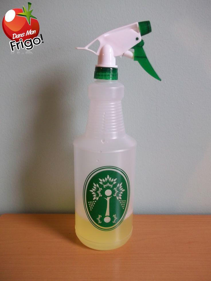 Dans Mon Frigo: Vinaigre parfumé à l'orange pour le nettoyage Lorsque vous pelez des oranges ou des citrons, déposez-les dans un pot de verre puis verser du vinaigre pour couvrir. * Fermer le couvercle et mettre au frigo pendant au moins 10 jours. * Filtrer et verser dans une bouteille de votre choix munie d'un vaporisateur. NOTE : Pour le nettoyage, diluez 4 c à soupe ( 60 ml ) de vinaigre parfumé dans 1 tasse ( 250 ml ) d'eau.