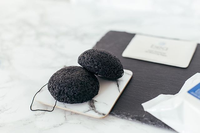 Combat congestion and achieve an even deeper clean with our exfoliating Vitamin Infused Konjac Sponges.  Soaked in saline, packed with vitamins and featuring natural bamboo charcoal, these sponges will clarify and soothe your complexion with continued daily use…