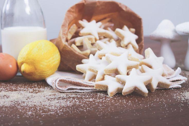 Recette des étoiles aux amandes, avec zestes de citron et glaçage royal. Biscuits et gâteaux de Noël. Blog cuisine Lifestyle Dollyjessy.