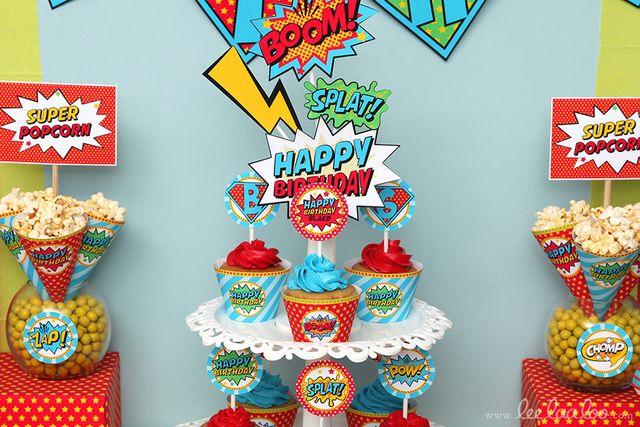 Cupcakes at a Retro Superhero Party #retro #superherocupcakes