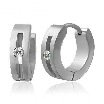 Boucles d'oreilles homme Zense tendance en acier avec anneau et diamant Zirconium. Matière : acier inoxydable. Longueur : 1.20 cm. Largeur : 0.40 cm. Poids : 3.40 g. Référence : ZE0003.