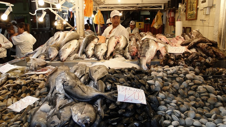 Pescadería en el Mercado Central de Santiago. All you can eat!