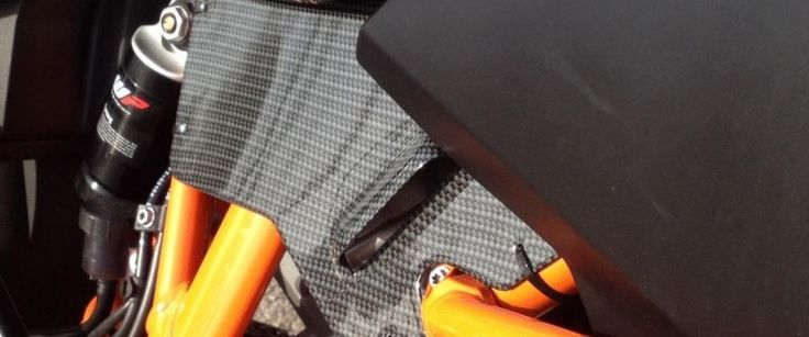 pieza carbono moto KTM