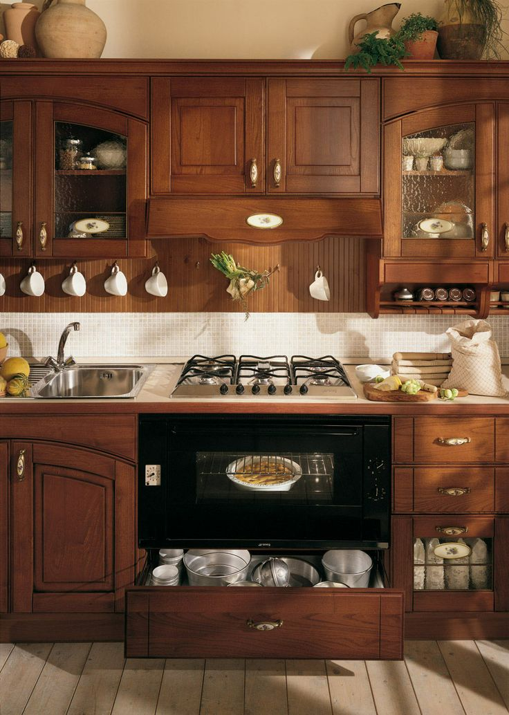 La nostra #cucina #Vismap, in #StileClassico:  #CucinaLaura in noce!
