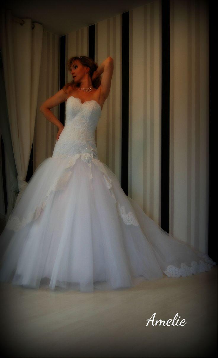 Wunderschönes Brautkleid aus edler Spitze , sehr eng geschnitten, mit ...
