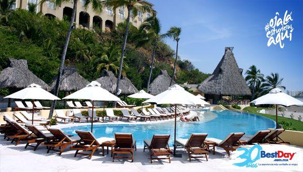 Quinta Real Acapulco es un elegante hotel con 61 habitaciones, edificado sobre un acantilado frente a la playa de Punta Diamante en #Acapulco. Es ideal para vacacionar en familia o con la pareja para una escapada romántica o viaje de luna de miel. Ofrece servicios de spa, así como club de playa para disfrutar una espléndida estancia en el Pacífico Mexicano. #OjalaEstuvierasAqui