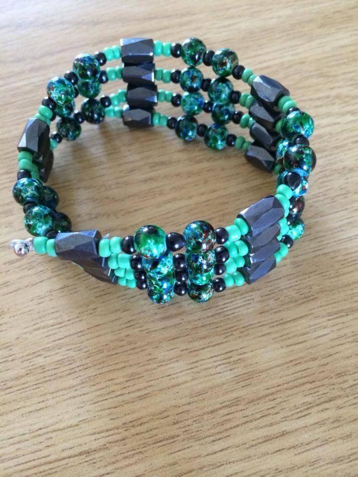 Magnetic bangle in green
