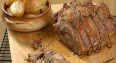 Свиной окорок, фаршированный луком и шалфеем