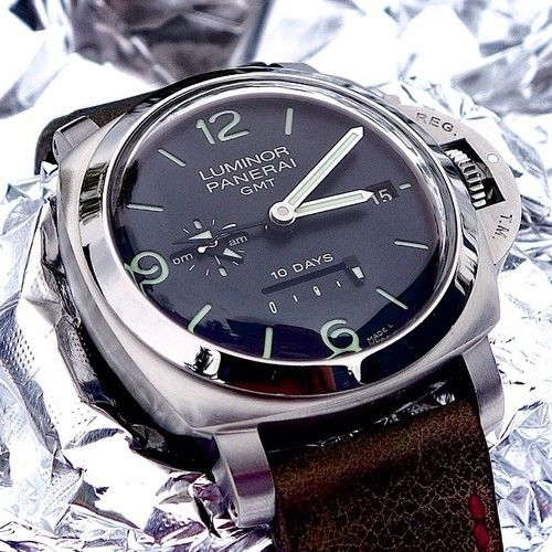 """Luminor Panerai 1950 10 days """"PAM270"""" Officine Panerai history goes back to the year 1860 and Florence, Italy. Through time Panerai has become a world class watch manufacturer, with it`s highly regarded design and innovation. The Panerai 270 is housing the automatic mechanical movement P.2003. Power reserve for 10 days (!) , three barrels, seconds reset device, date, GMT with 24h indicator."""