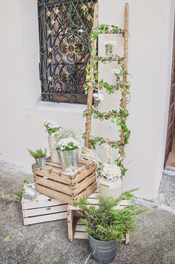 Bodas con detalle - Blog de bodas con ideas para una boda original: 6 ideas para utilizar escaleras de madera en la decoración de tu boda