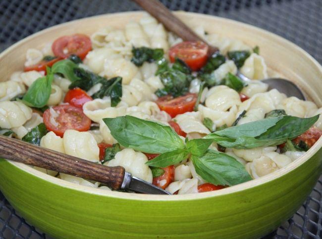 Теплый салат с пастой