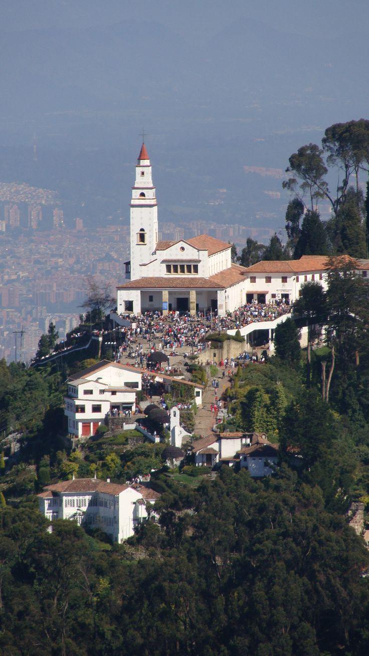 Colombia - Cerro de Monserrate visto desde Guadalupe, Bogotá, Cundinamarca.