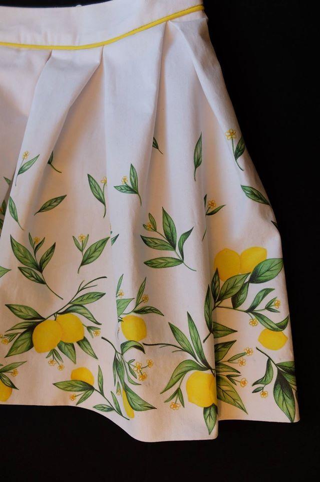 Spódnica uszyta w Petite Bergamote, wzór zaprojektowany przez włoską projektantkę Francesca Attisami, a wydrukowana na naszym chino :)