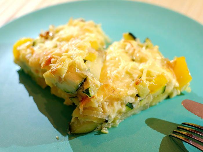 Frittata met aardappel, prei, courgette en gele paprika