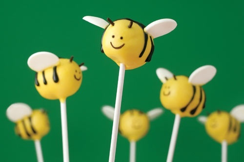 bee cake pops for winnie the pooh birthday