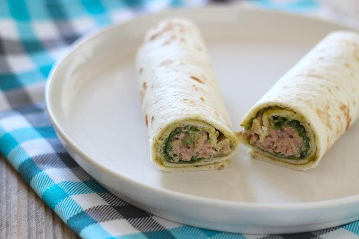 Heb je zin in een lekkere lunch waar je niet al te lang voor in de keuken hoeft te staan? Probeer dan eens deze lunchwrap met tonijnsalade.