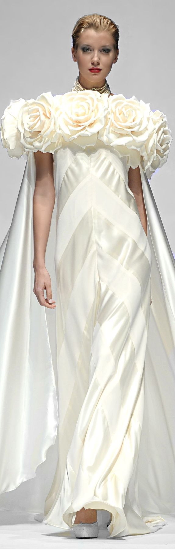 Renato Balestra/ amazing/  sophisticated wedding gown <3