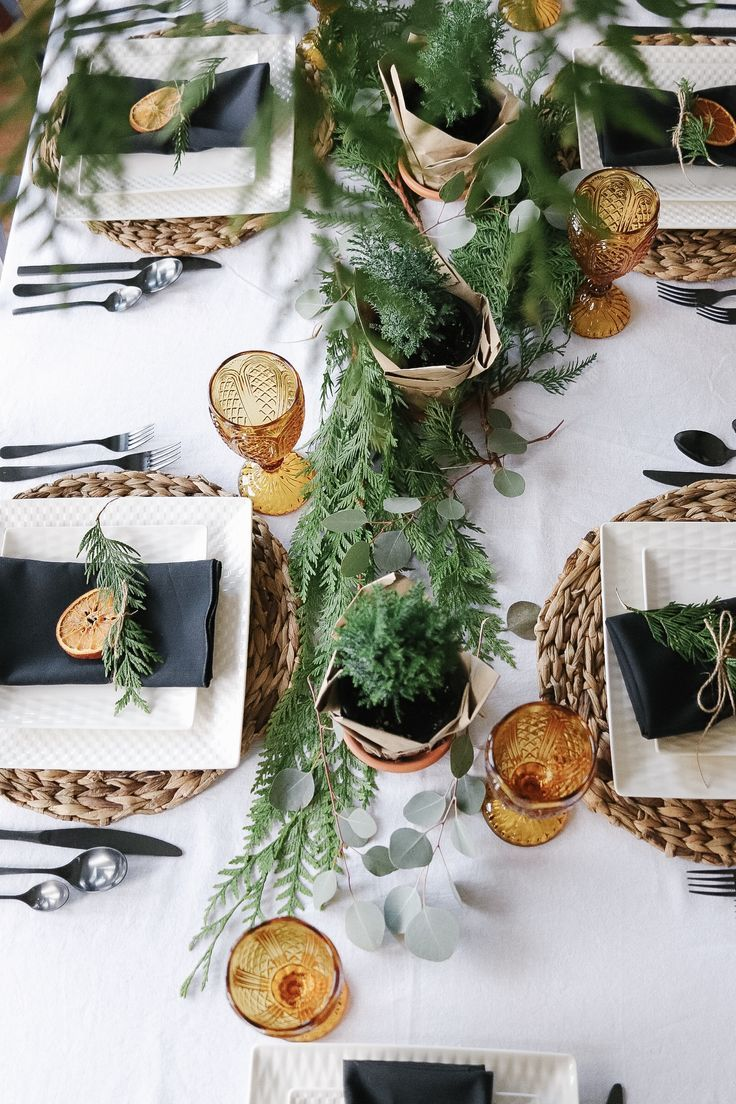 A Scandinavian Christmas Tablescape With Natural Elements In 2020 Christmas Tablescapes Christmas Table Decorations Scandinavian Christmas