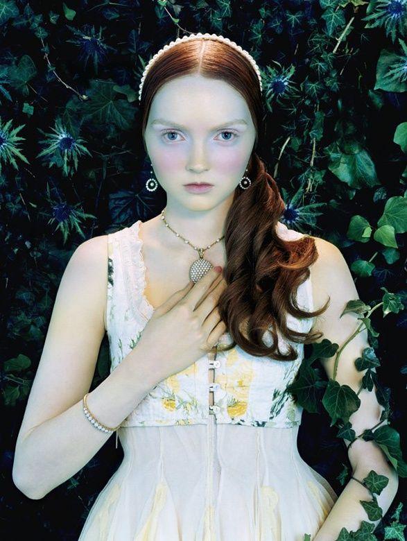 Edit. Like a Painting - Modelo: Lily Cole - Inspiração Medieval, Renascentista - Vogue Itália, Fevereiro de 2006
