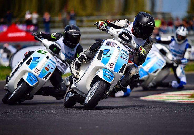 Waiting for the new season ✊💙🇮🇹 #polini #poliniitaliancup #polinimotorispa #race #sport #scooter #vespa #memories #white #blue #passion #moto #engine #fun #friends #1 #gare #ricordi #bianco #blu #passione #motori #amici #4t #4stroke #4tempi
