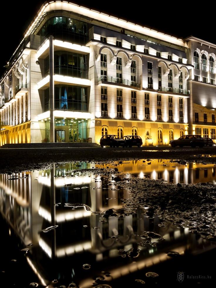 Budapest, A Nemzeti Színház eső után.  készítette: BalázsKiss KépBlog