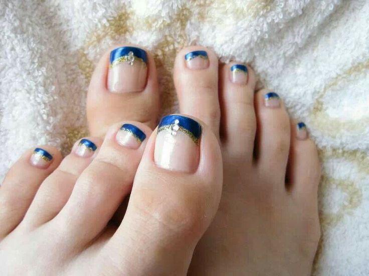 Blauwe french pedicure.