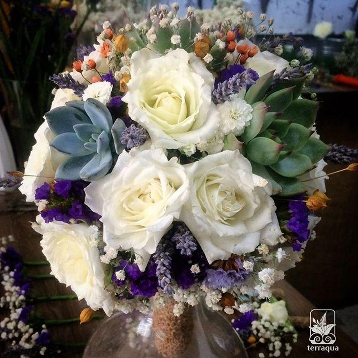 Sukulent ve kuru bitkilerle süslenen canlı çiçeklerle yapılan gelin buketlerimiz için info@terraquadesign.com adresinden bize ulaşabilirsiniz 🌿👰🏼🌸 #terraquadesign #sukulent #buket #wedding #düğün #sukulentgelinbuketi #bouquet #succulentbouquet #succulove #weddingbouquet #lovegreen #spring #istanbul #countrywedding #nikah #pastel #soft #colors #gelinbuketi #driedflowers #summer #lovegreen