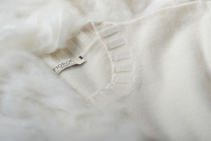 The Cashmere Duvet is a Fioroni exclusive. Its uniqueness originates from a special treatment performed with the precious waters of Lake Trasimeno. When you close your eyes, it feels like touching a cloud.