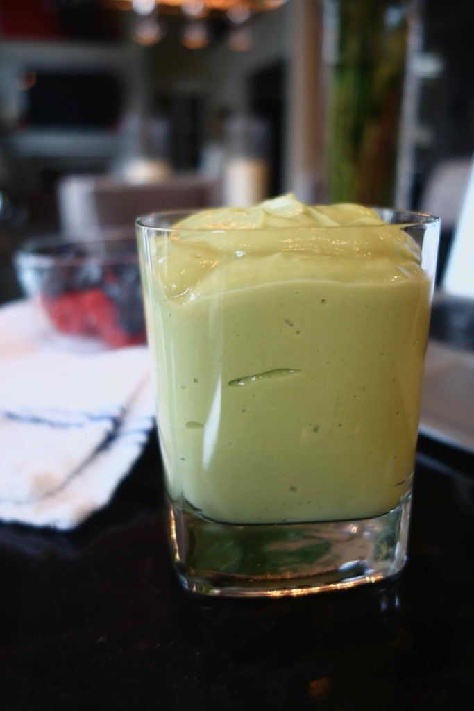 Kourtney Kardashian's Avocado Smoothie - Bubbly & Bold