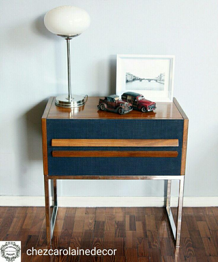 Mesas de luz Retro, estilo americano vintage, base cromada, entelado en lino y laqueado con goma laca