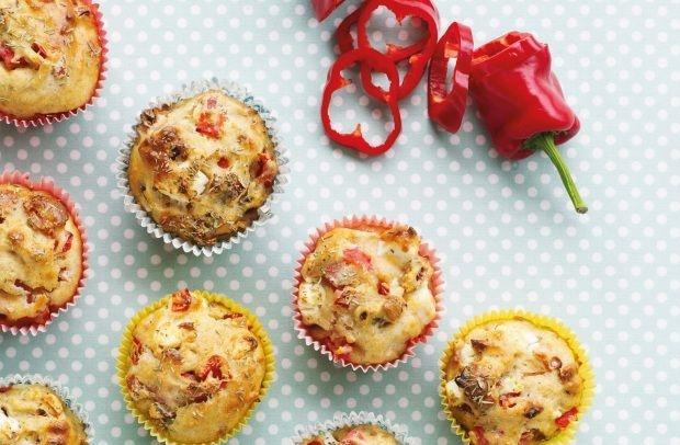 Madmuffins med skinke, rød peber og fetaost.