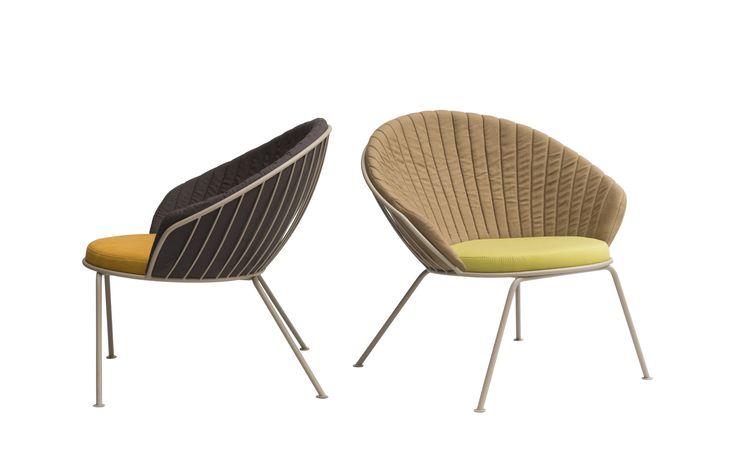 sala de estar Sua paleta de cores é múltipla e permite infinitas composições entre a estrutura metálica, com várias opções de cores, e a escolha de até 2 tecidos para as almofadas.