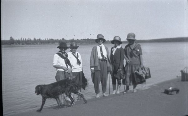 [Five women and a dog in a lake]   saskhistoryonline.ca