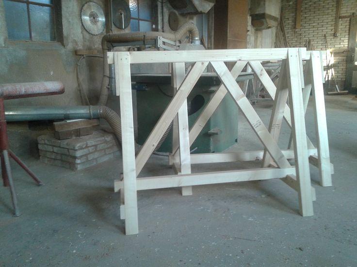 Schragen met schoren. Erg sterk product!  http://bouwmaterialenaanhuis.nl/maatwerk-en-diversen/degelijke-houten-schraag-met-schoren.html