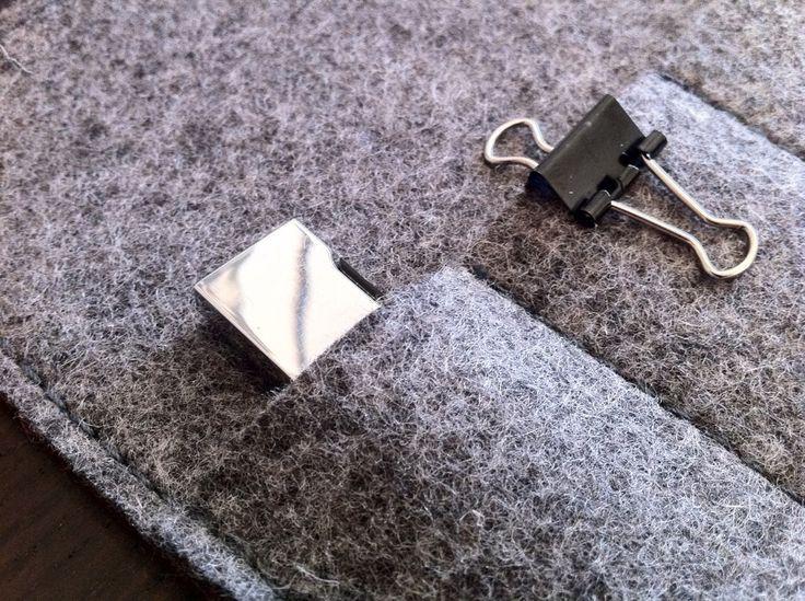A4, Leder dunkelbraun, Filz grau, Visitenkartentasche abgenäht für zwei USB Sticks