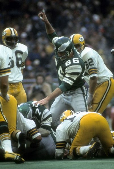 Linebacker Bill Bergey #66 of the Philadelphia Eagles in action against the Green Bay Packers during an NFL football game at Veterans Stadium November 5, 1978 in Philadelphia, Pennsylvania