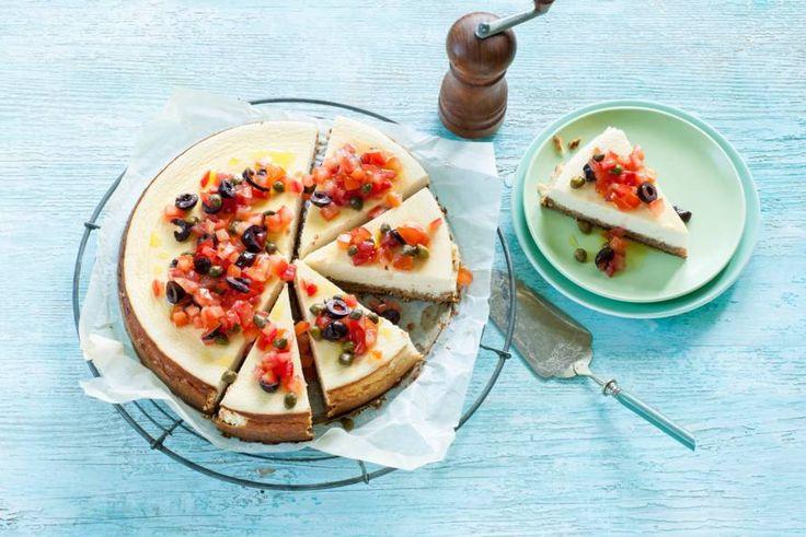 Met een smaakvolle bodem van roggebrood en noten. Een volwaardige maaltijd in combi met de frisse antiboise van tomaat en olijven - Recept - Allerhande