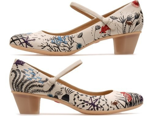 Twins come as light beige Mary Janes with a 4 cm heel and are made of nubuck leather.