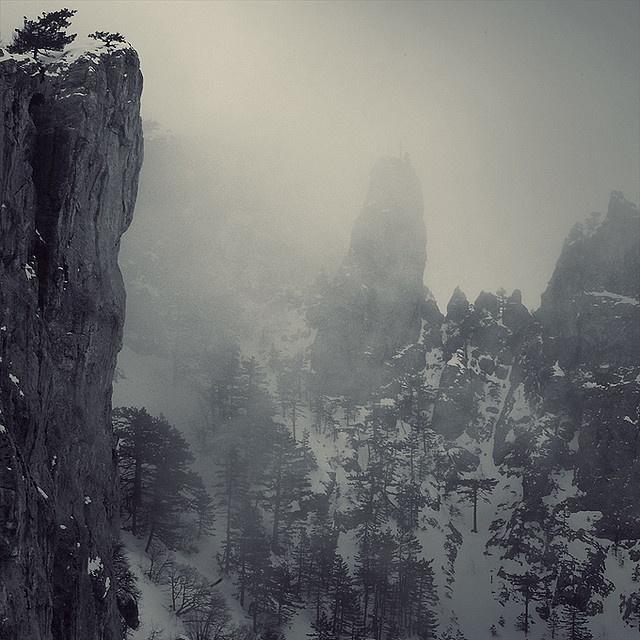 Foggy Mountains   ssssssssssnow.   Pinterest   LOTR ...