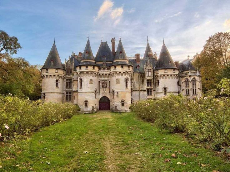 A historic French castle built in 1504 lists for $5.7 million | 'The spectacular Le Château de Vigny is a real château, or french manor house.' // Utterly beautiful.