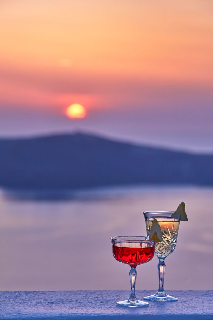 Gold and Crimson...The colors of a #Santorini #sunset are simply intoxicating...Cheers everybody! #cocktail #bar #AstraSuites