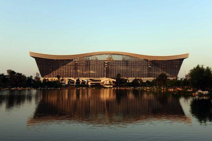 Китайская гигантомания: открыто самое большое в мире здание