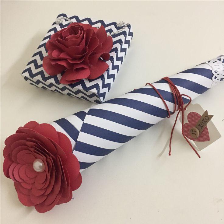 papéis linha básica e flores feitas com furadores e cardstock liso