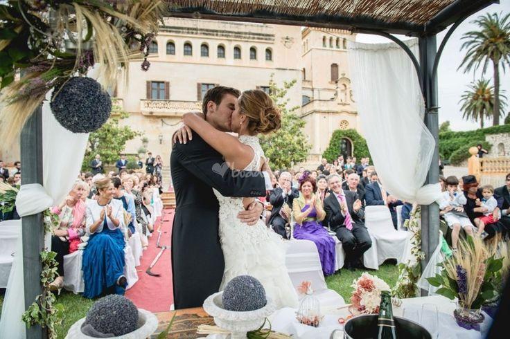 Resultado de imagen de primer beso como marido y mujer
