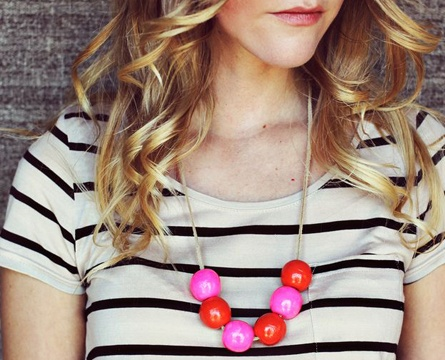DIY Bauble Necklace with painted wooden beads - a cheap and creative way to make an outfit pop!