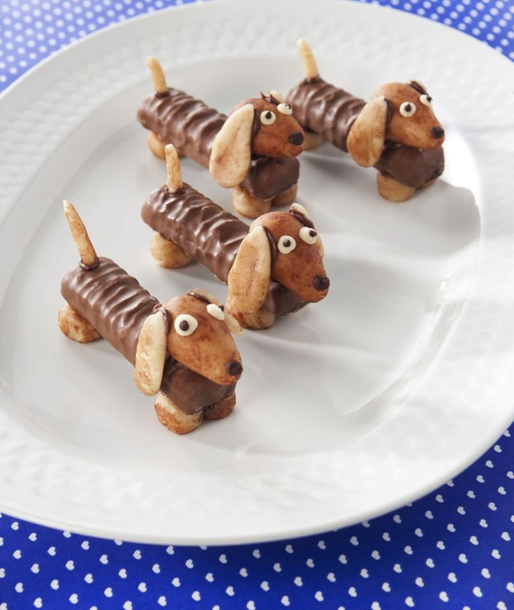 Love these little Dachshund Doggie snacks .. for any age. Looks like Kit Kats for body, almond head, peanut ears, pretzel tails, but can't tell what the feet are made of.