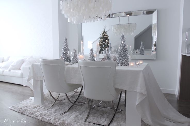Honey Villa Christmas table setting