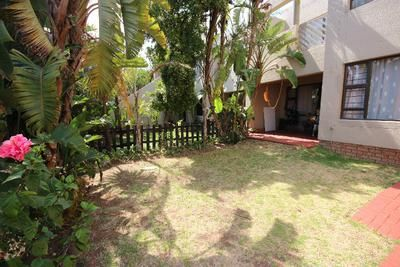 Sought after 2 Bed Garden Unit in Sunninghill Gardens Price: R 8 500 (604 EUR*) per month Area: Sunninghill, Sandton
