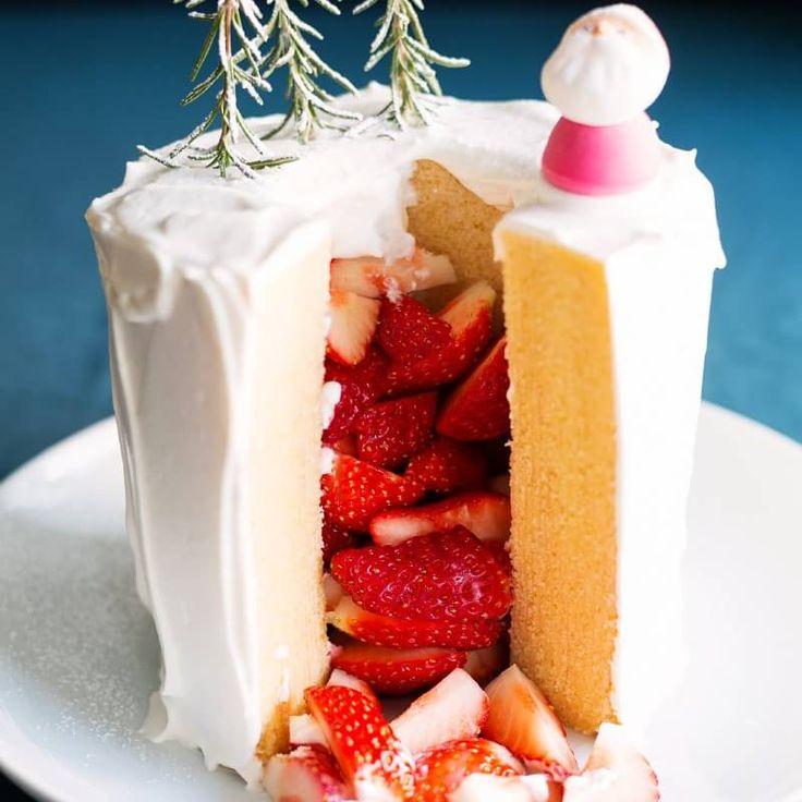http://muji.lu/2A1Mjuu <休日につくるアレンジレシピ> 無印良品の商品をつかって、すこしのアレンジでいつもと違う手軽でおいしいレシピをご紹介します。 今回のレシピは、「特大バウムのクリスマスデコレーション」。 特大バウムを使ったクリスマスケーキを切り分けると中からいちごのプレゼントがたくさんこぼれ落ちてきます。 子供が大喜びのケーキです。 また、2017年11月24日(金)-12月10日(日)の期間、無印良品のアレンジレシピコンテスト開催中です。 無印良品の対象商品をつかって、テーマ「クリスマス」にあったレシピをつくり、「#mujiレシピ」のハッシュタグをつけてInstagramに投稿してください。 詳しくは、http://muji.lu/2AsLNGE 参加してみたい、作ってみたいと思った方はぜひを押してください。 #muji #無印良品 #無印 #レシピ #アレンジレシピ #mujiレシピ #バウムクーヘン #baumkuchen #クリスマス #christmas #デコレーション